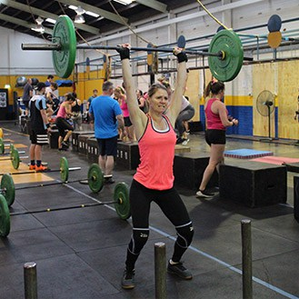 woman lifting bar